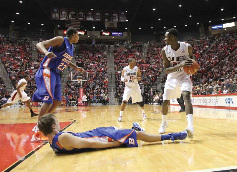 Franklin, Aztecs flatten Broncos on road