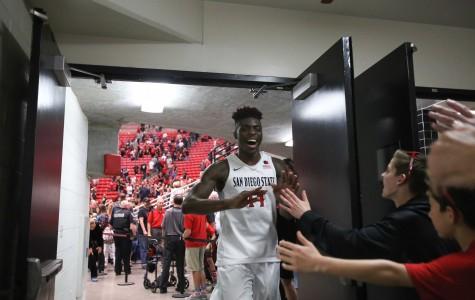 SDSU men's basketball wins wild OT contest over New Mexico to set school record, 78-71